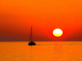 red-sunset-ocean-sailboat_350px